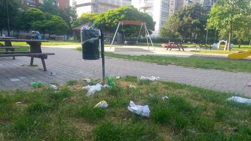 Più pulizia nell'area verde: ai giardini  Braille arrivano i cestini anticorvo