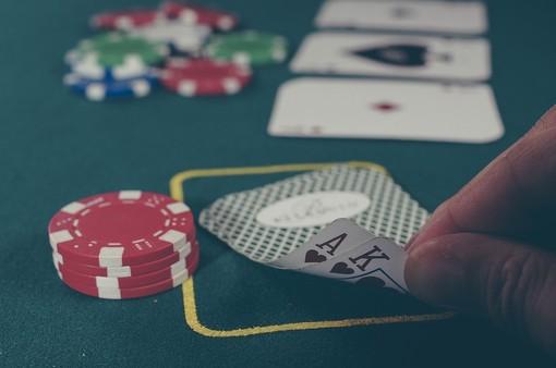 """""""Vite in gioco"""", un telefono e uno sportello itinerante contro l'azzardo a Chieri, Carmagnola, Moncalieri e Nichelino"""