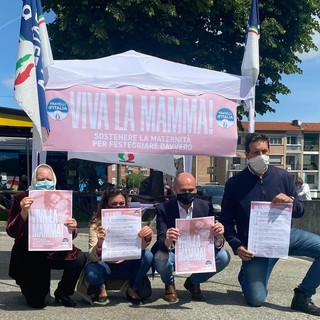 Gazebo di Fratelli d'Italia in tutta la provincia di Torino per celebrare la Festa della Mamma
