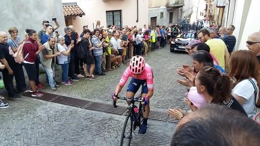 L'arrivo del Giro colora di rosa le strade di Pinerolo