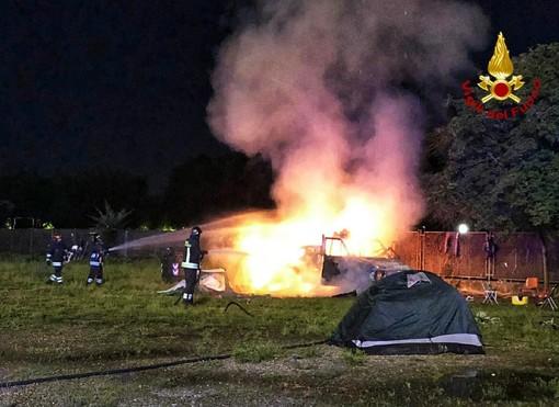 A fuoco ieri sera un camper in piazza d'Armi, nessuna persona coinvolta