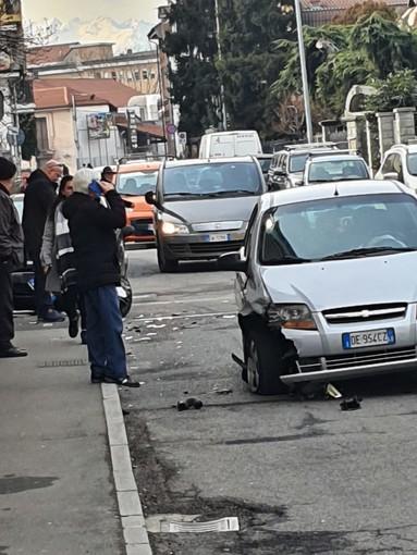 Incidente a Nichelino, chiusa al traffico per mezz'ora via Superga