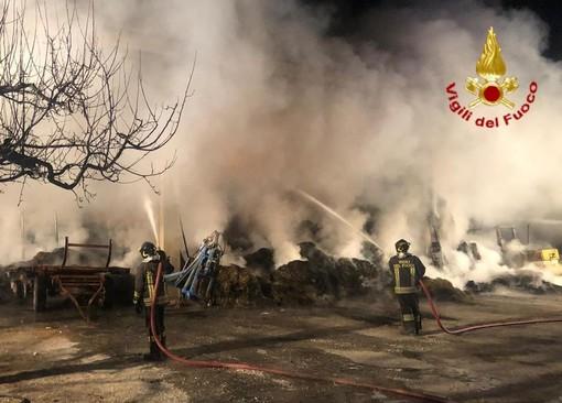 Rogo in un fienile a Rosta: vigili del fuoco impegnati da questa mattina alle 6