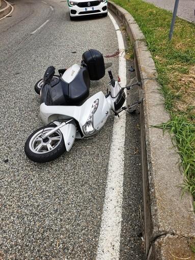 Grugliasco, senza patente cade con lo scooter del collega nei pressi del Caat