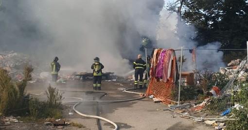 Torino, incendio nel campo nomadi di strada Germagnano