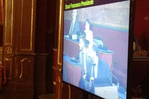 """Iaria del M5S attacca il Pd: """"Questo è il cassetto dei progetti lasciati da Fassino, è vuoto"""""""