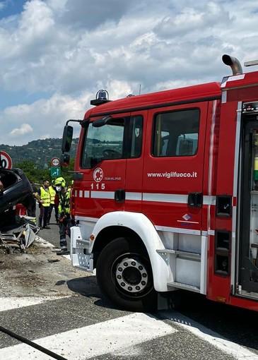 Incidente sulla tangenziale sud, Polizia Stradale e pompieri in azione: anziano trasportato al Cto