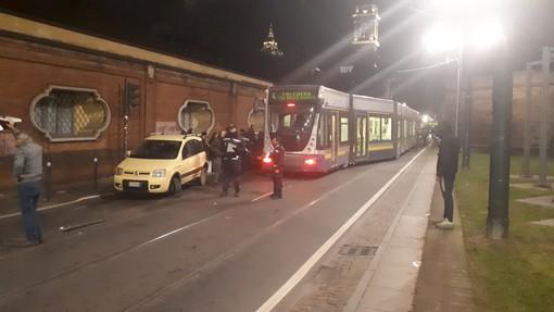 Tram della linea 4 deragliato in via XX Settembre: incidente con quattro auto