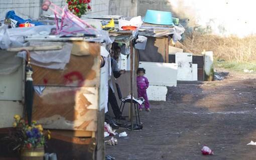 Via Reiss Romoli, al via lo sgombero dell'accampamento abusivo dei nomadi