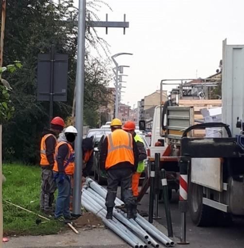 Moncalieri, via Sestriere cambia look: dopo le nuove pensiline installati 53 led