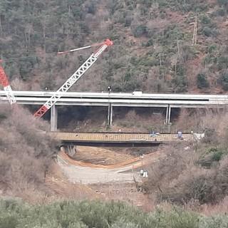 Crollo viadotto A6 Torino Savona: posato il ponte in acciaio [FOTO e VIDEO]