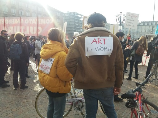 """I lavoratori dello spettacolo tornano in piazza a Torino: """"Vogliamo risposte concrete"""""""
