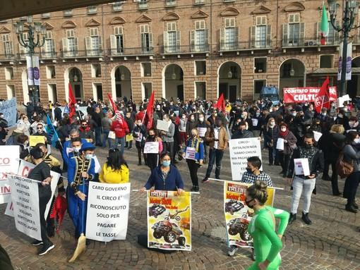 """""""Senza cultura l'anima muore"""": in piazza Castello il grido dei lavoratori dello spettacolo [FOTO e VIDEO]"""