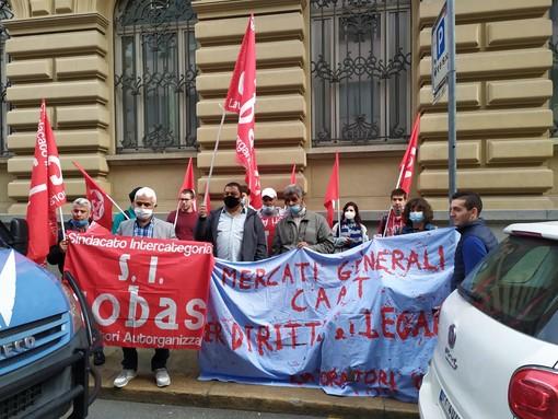 """I lavoratori del Caat di Torino rilanciano: """"Se la situazione non cambia bloccheremo il mercato"""""""
