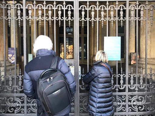 """Il Coronavirus chiude i musei torinesi, turisti spaesati: """"Poche informazioni e confusione"""" [FOTO E VIDEO]"""