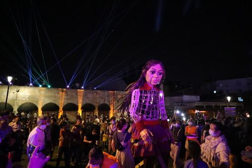 Torino accoglie The Walk, il lungo cammino di speranza della marionetta Amal
