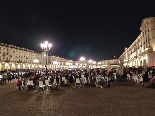 I quartieri della movida superano l'esame col drink in mano, ma la folla è tutta lungo Po [FOTO]