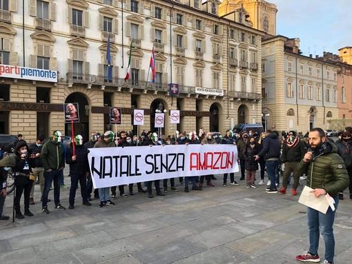 """""""Riaprire tutte le attività, in sicurezza"""": l'appello risuona da piazza Castello"""