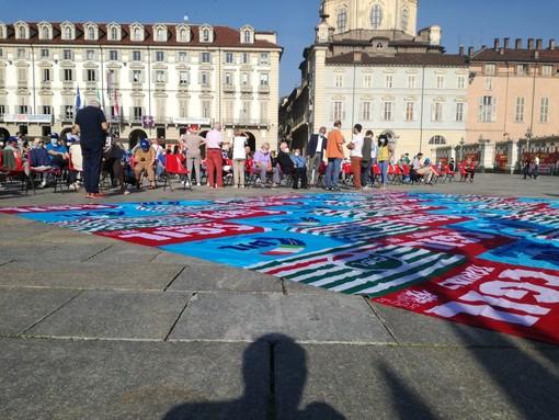 """Migliaia in piazza Castello, riparte la Vertenza Torino: """"Siamo qui per scrivere il futuro, serve coraggio contro la paura"""" [FOTO e VIDEO]"""