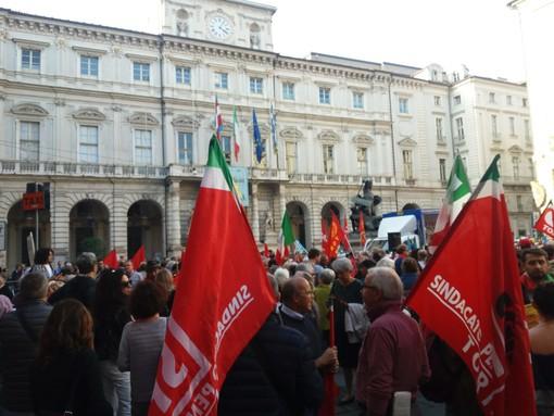 """A Torino partigiani e nuove generazioni uniti in piazza contro i fascismi: """"Risvegliamoci"""" (FOTO e VIDEO)"""