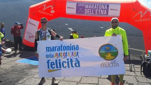 Simone Leo e Giuseppe Cicogna sull'Etna per pubblicizzare la Maratonina della Felicità