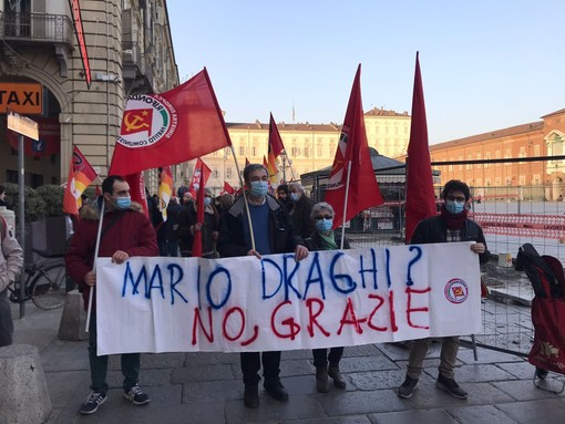 Manifestazione in piazza Castello a Torino contro il governo Draghi