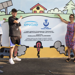 """Settimo: inaugurato il murale che """"mangia"""" lo smog delle automobili"""