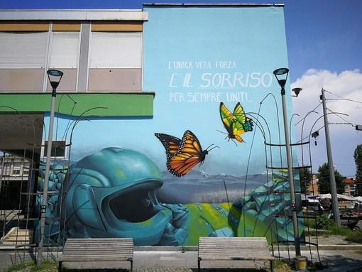 """""""L'unica vera forza è il sorriso: per sempre uniti"""": in piazza Montale il murales per i Vallettani scomparsi"""