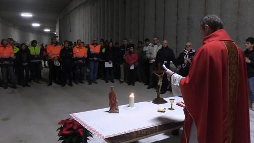 """Una messa per Santa Barbara dentro il cantiere di corso Grosseto: """"Anche qui c'è speranza"""" [VIDEO]"""