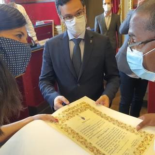 Torino, cittadinanza onoraria al medico cubano impegnato contro il Covid alle Ogr