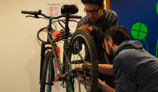 Biciclette, cultura e farina: la nuova ricetta dell'imprenditoria sociale a Mirafiori Sud