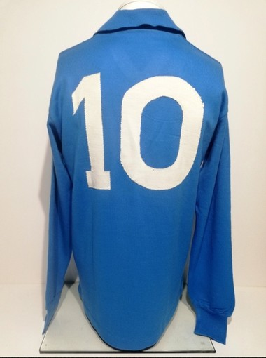 Maradona continua a vivere, Bolaffi mette all'asta sei maglie del numero 10