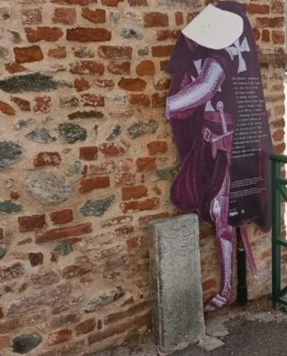 effige templari vandalizzata