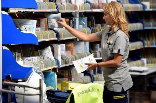 Poste italiane, nuove divise per i portalettere della provincia di Torino