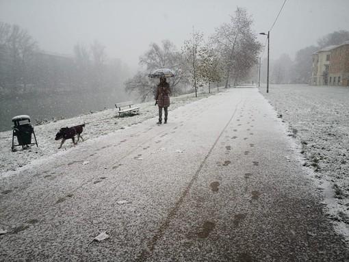 Torino si sveglia con la prima neve della stagione: la città è imbiancata [FOTO e VIDEO]