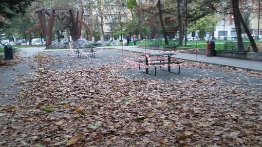 In piazza Galimberti più spazio all'aggregazione: arrivano nuovi tavoli e panche