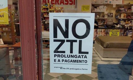 """""""La Municipale di Torino fa rimuovere le locandine no Ztl?"""": tam tam via facebook, Ricca interpella Appendino"""