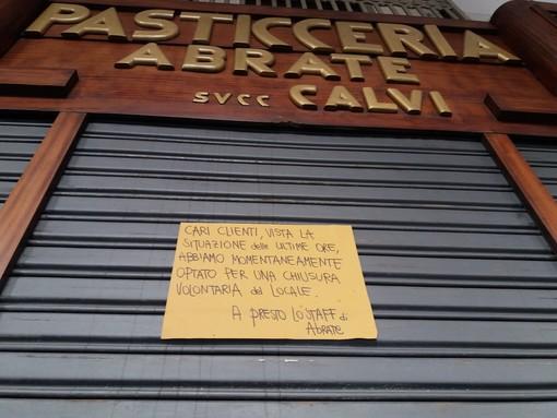 """In via Po scatta la serranda abbassata: """"Troppe perdite. Riapriremo quando tutto sarà passato"""" [FOTO]"""