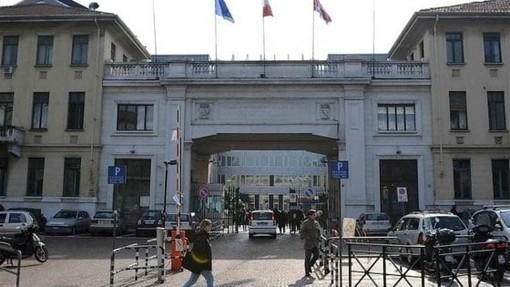l'ingresso dell'ospedale Molinette