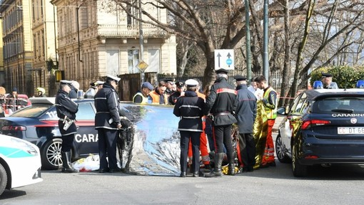 Accoltellato alla gola ai Murazzi, 34enne muore mentre chiede aiuto in corso San Maurizio
