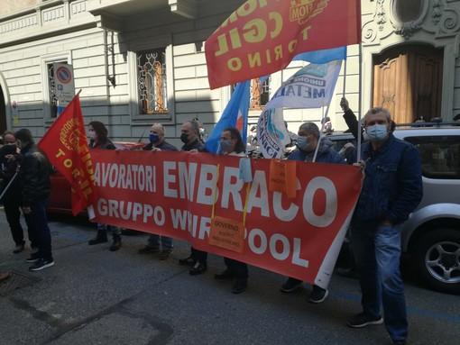 """Embraco, arriva il """"duello"""" con il Mise: i lavoratori vanno ad accogliere Giorgetti"""