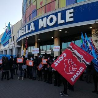 Ex Auchan-Conad, dopo la protesta di lunedì i sindacati si preparano a incontrare la sindaca Appendino