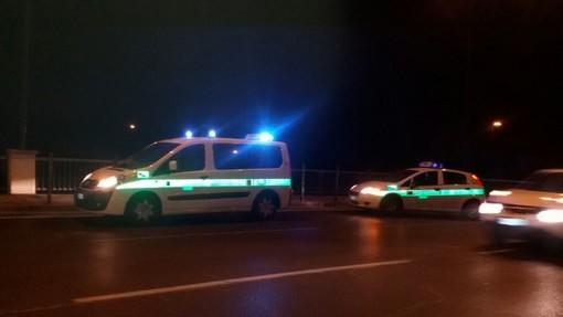 Auto investe pedone in via Reiss Romoli e poi si dà alla fuga: 37enne romeno ricoverato in gravi condizioni al San Giovanni Bosco