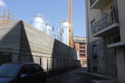 """L'urlo di rabbia dei residenti di via Lugaro: """"Murati in casa: un cantiere ci ha tolto la libertà"""" [VIDEO e FOTO]"""