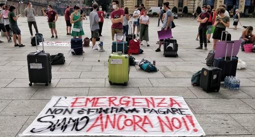 """La protesta degli studenti torinesi: """"Tagliati i servizi, ma le tasse dobbiamo pagarle"""""""