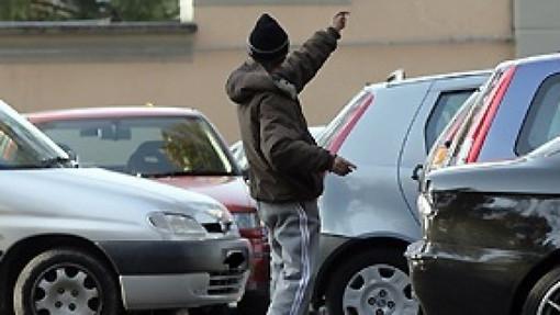 Pretendeva soldi dalle persone che parcheggiavano vicino alla stazione Porta Nuova: arrestata