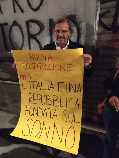"""A Vanchiglia va in scena il flash mob pro-vineria: """"Tirabusciò capro espiatorio"""" [FOTO e VIDEO]"""
