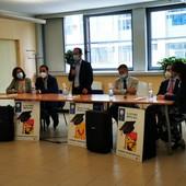 Pensiline fotovoltaiche per studiare nei parchi e nelle piazze: bando di Edisu Piemonte