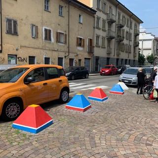 "Panchine ridipinte e dissuasori ""mosaicati"", Piazza Paravia si rifa il look per l'estate"