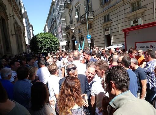 """Gioco d'azzardo, i lavoratori del """"gioco legale"""" protestano a Palazzo Lascaris: verranno auditi in Consiglio regionale (VIDEO)"""